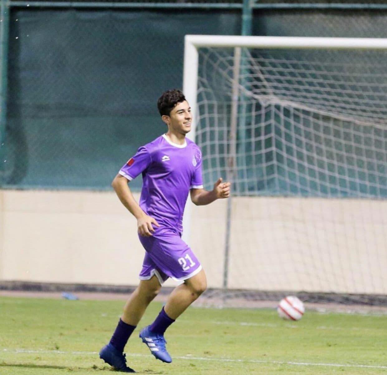 لاعب كرة قدم بالفريق الأول لنادي الاتحاد كميل إبراهيم أحمد الخباز (22 سنة)
